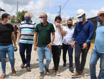 Prefeito Taveira visita obras da nova estação de tratamento de água e esgoto e de pavimentação em Parnamirim