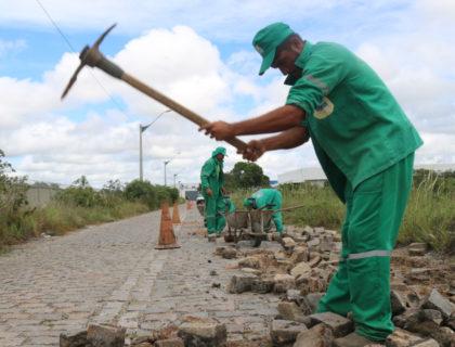 Secretaria de Obras continua atendendo demandas emergenciais de calçamento e asfalto