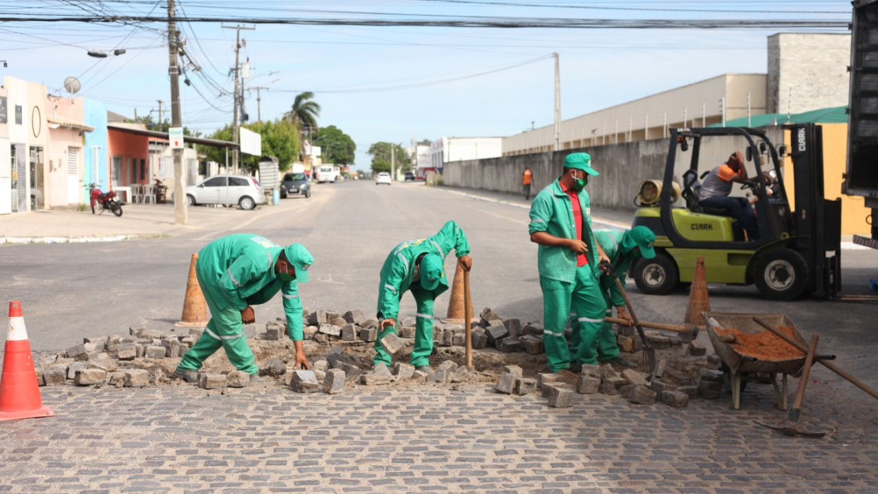 Prefeitura dá continuidade aos serviços de manutenção viária