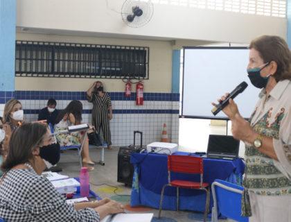 Servidores da Educação participam de encontro sobre o Plano de Ações Articuladas