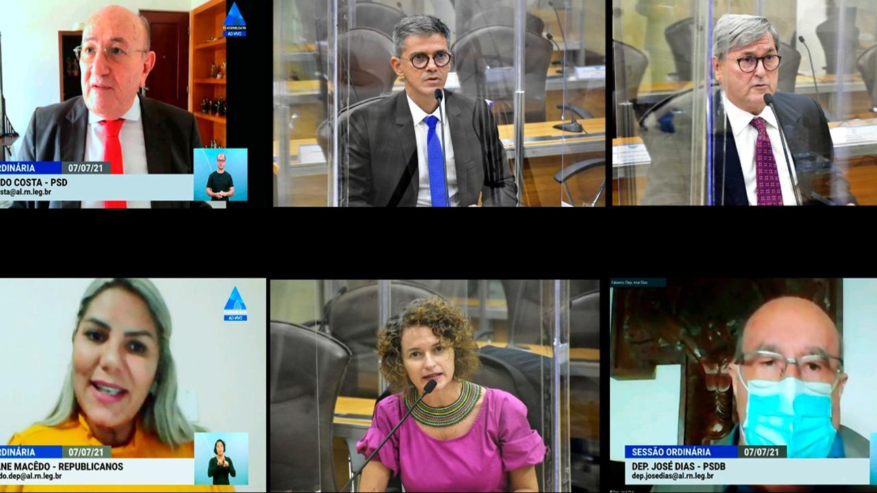 Deputados debatem ações do governo e volta às aulas presenciais na rede pública de ensino