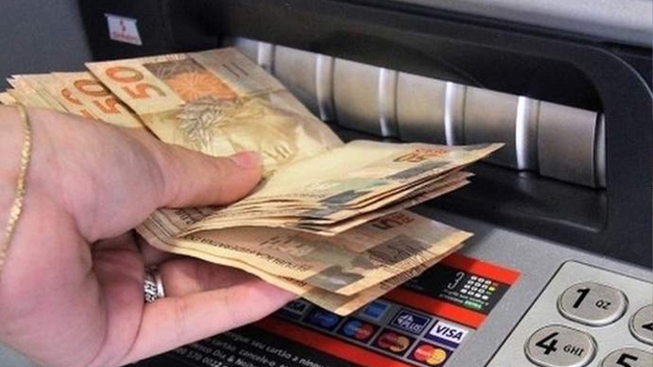 Cumprindo o calendário de pagamentos, Prefeitura credita primeira parcela do 13° salário nesta sexta, 18