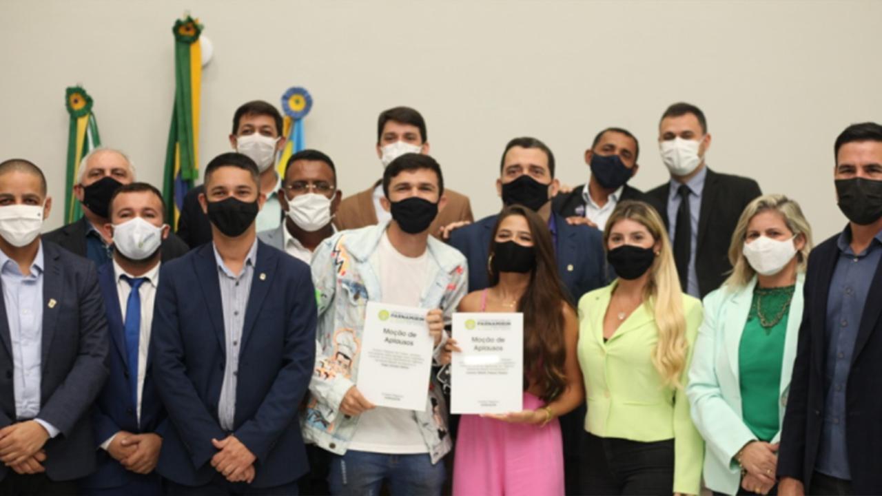 Influenciadores Digitais Thiago Dionísio e Lawany Mirelli recebem moção de aplauso da Câmara de Parnamirim